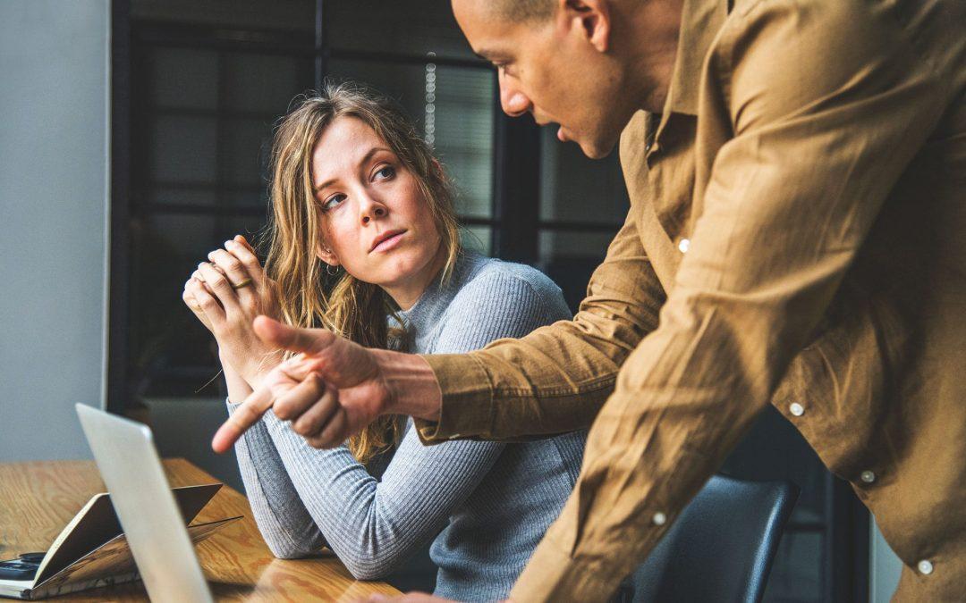 03 Erros que lhe impedem de conquistar clientes que pagam
